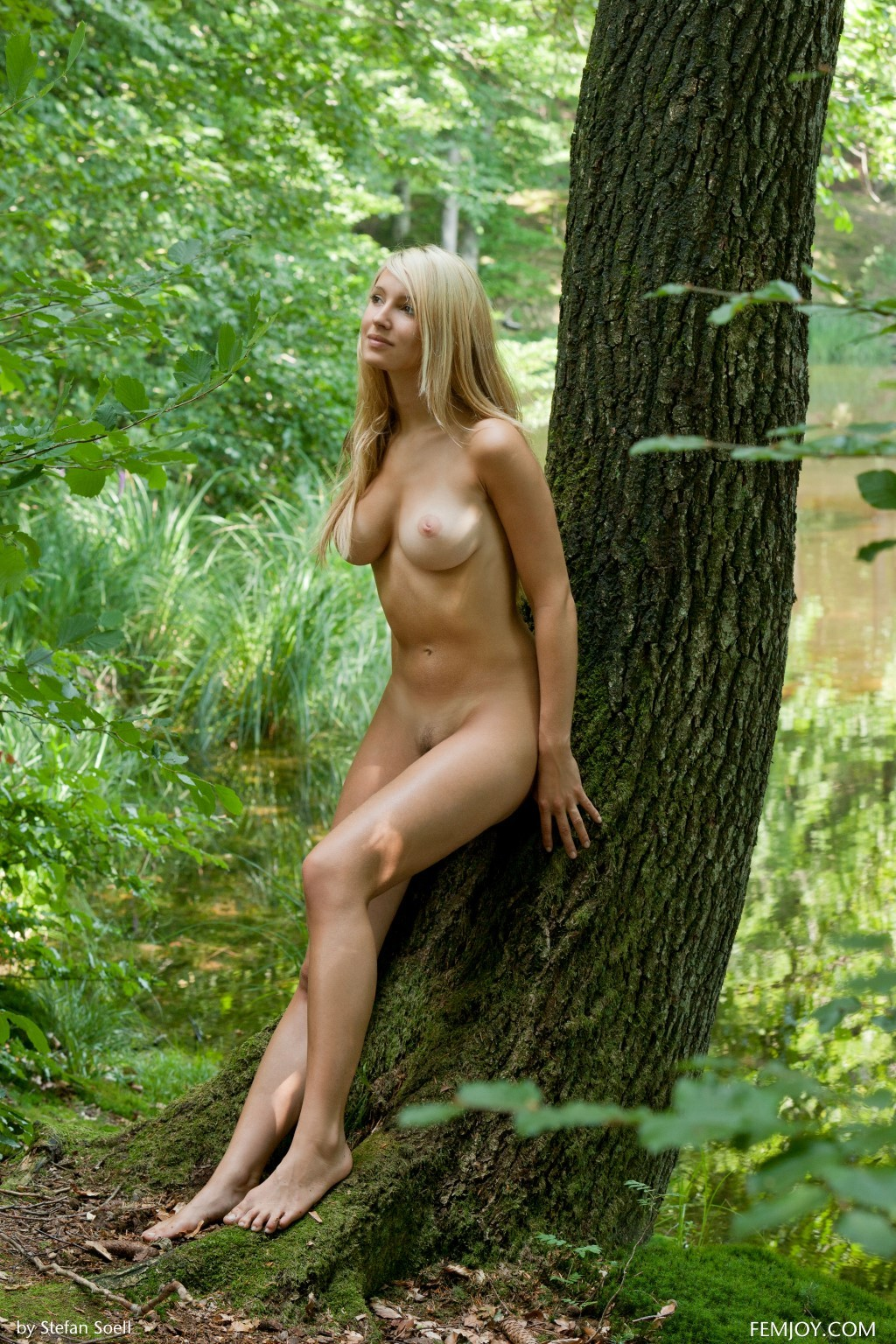 nude busty Corinna posing in nature